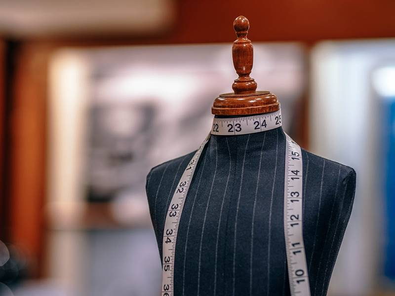 5 quick answers to the question: If the suit does not make a man – does it make a professional?
